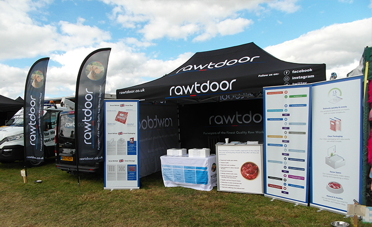 rawtdoor branded marquee and printed feather flags
